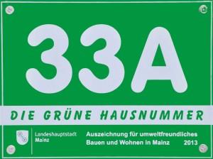 Grüne Hausnummer der Stadt Mainz